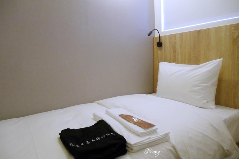 輕旅行|高雄住宿|單人房SingleInn高雄站前館/背包客價格旅店式服務/自助CHECKIN好方便