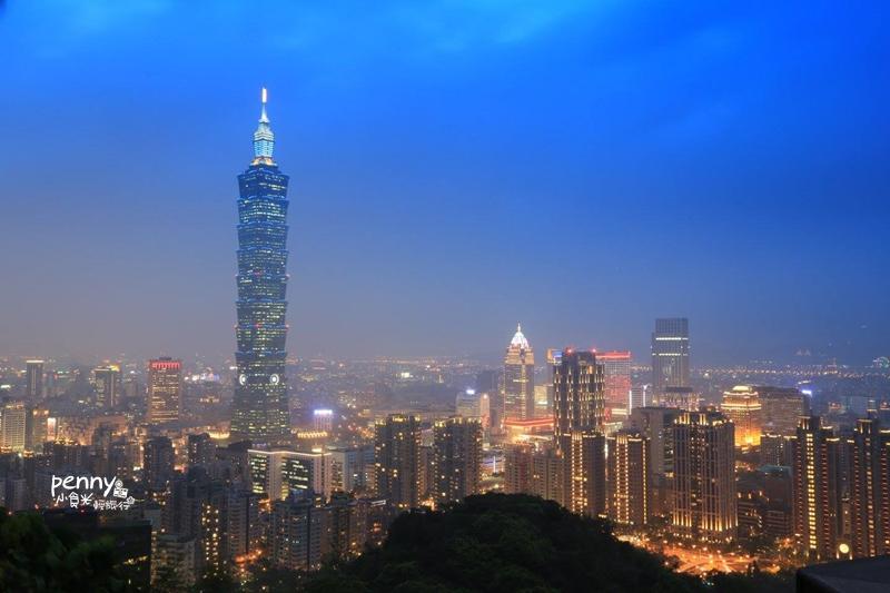 今日熱門文章:輕旅行|台北旅遊-不用走到鐵腿也可以登象山,永春崗公園入口,讓你輕鬆上象山賞景