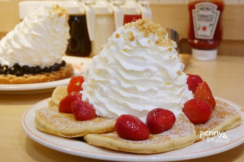 小食光︳日本超人氣Eggs 'n Things-15公分高鮮奶油鬆餅來台進駐微風松高/文末菜單 @penny小食光輕旅行