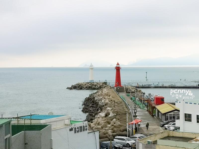 輕旅行|韓國釜山青沙埔(청사포)半日遊景點-Rooftop Cafe /尾浦舊鐵道/墊腳石展望台/紅白燈塔